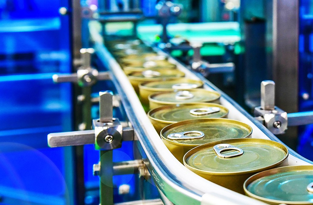 cans on conveyor belt